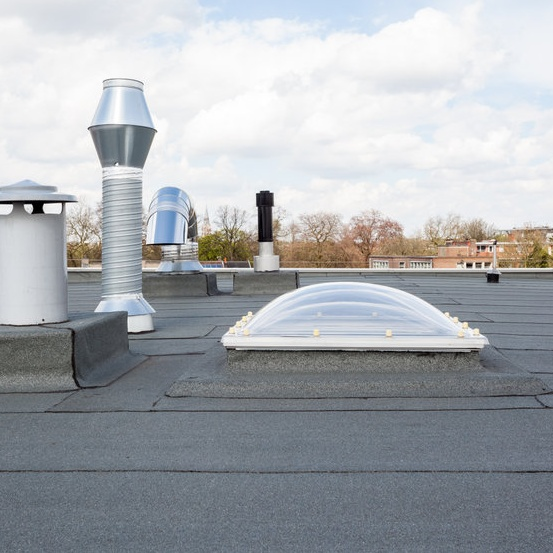 flat roof on commercial building
